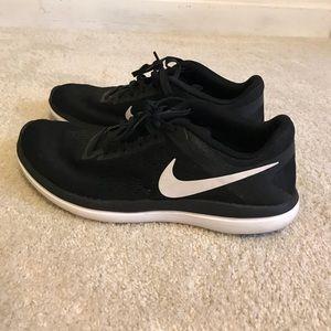 Nike Flex Run Tennis Shoes